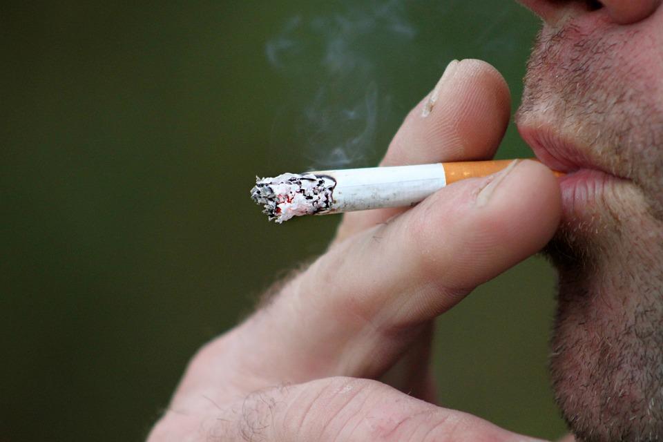 Куда пожаловаться на курящего соседа