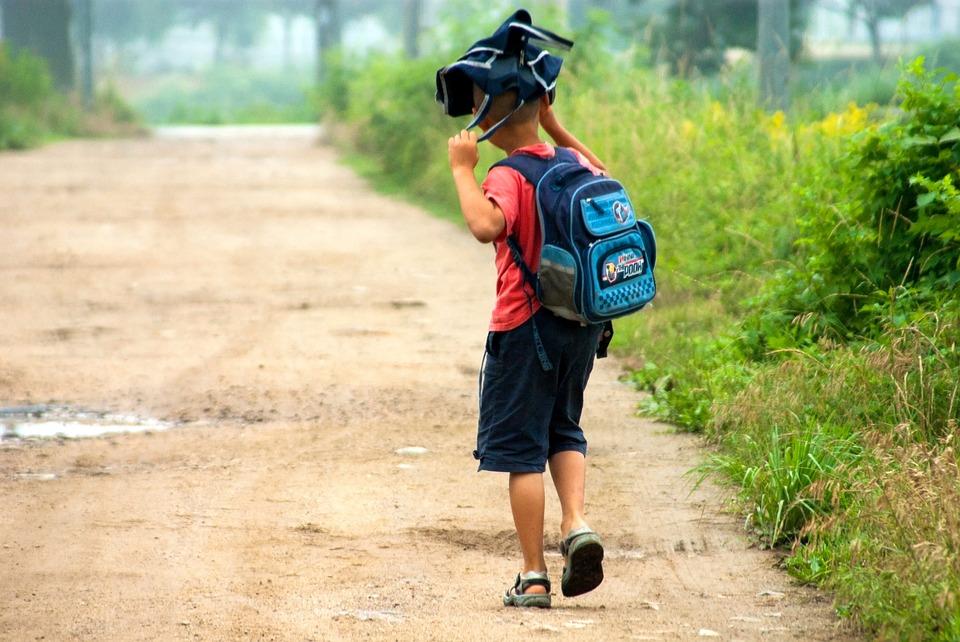 Как сделать временную регистрацию ребенка для школы? Нужна ли прописка для поступления?